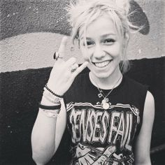 Another reason to love Tonight Alive & Jenna McDougall: She likes Senses Fail!!!!