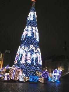 Klimat świątecznej Warszawy Warsaw, Christmas Tree, Holiday Decor, Home Decor, Homemade Home Decor, Xmas Tree, Xmas Trees, Decoration Home, Christmas Trees
