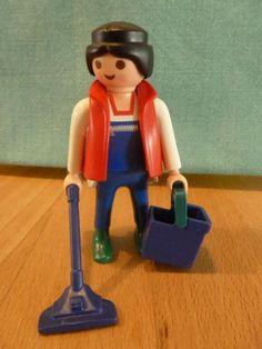 Playmobil Figuren, Hauseinrichtung, Traktor, Geschirr  und vieles andere mehr