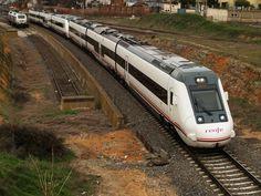 Tren de media distancia serie 599 de Renfe