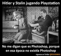 Hitler y Stalin jugando a la PlayStation. Y que no me digan que es Photoshop porque en esa época no existía Photoshop.