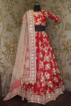 Fabulous heavy embroidered Bridal lehengaFeaturing a round neck glitter sequin and dori work blouse and a red color banglori silk lehenga with a matching red shantoon interlining. The lehenga has a dori intricate design and matte glitter sequins worFab Eid Dresses, Indian Dresses, Indian Outfits, Bridal Dresses, Indian Clothes, Desi Clothes, Wedding Outfits, Wedding Wear, Bridal Bouquets