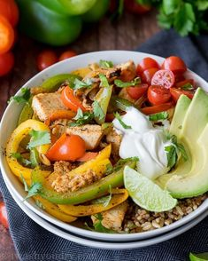 This super quick Chicken Fajita Rice Bowl are full of delicious flavor and perfect for easy lunches! Spinach Strawberry Salad, Spinach Salad, Chicken Rice Skillet, Chicken Fajitas, Salsa Chicken, Orange Chicken, Cheese Stuffed Chicken, Ground Beef Recipes Easy, Pasta Salad Italian