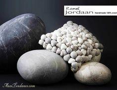 Ronel Jordaan : Coussins Galets en Laine Feutree