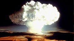 DivaDeaWeag /Documentos secretos revelan que una bomba nuclear casi explotó en Carolina del Norte ;Un documento secreto revela que la Fuerza Aèrea de EE.UU.estuvo dramàticamente cerca de la detonacion de una bomba atòmica en Carolina del North.El artefacto era 260 veces màs potente que el lanzado sobre Hiroshima.