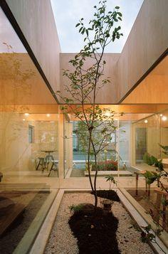 Tablehat, Kanagawa, 2011 by Hiroyuki Shinozaki Architects    #architecture #japan #hosue #garden #kanagawa #wood #odawara