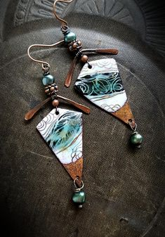 Artisan made enameled retro-abstract charms. they are topped off with hammered bars, copper beads and teal pearls, finished off with copper ear wires. Enamel Jewelry, Copper Jewelry, Leather Jewelry, Beaded Jewelry, Vintage Earrings, Earrings Handmade, Handmade Jewelry, Yellow Earrings, Bead Earrings