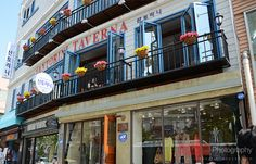 """Itaewon được coi là khu phố Tây giữa lòng Seoul. Itaewon nổi tiếng với các cửa hàng thời trang, quán ăn và các quán bar mang phong cách đa văn hóa. Hầu hết cư dân ở Itaewon là người Mỹ, họ có thể là lính Mỹ đang đồn trú ở Seoul, giáo viên tiếng Anh h - Detail tours """"du lich han quoc"""" 13/12/2012,  http://dulichsenvang.vn/du-lich-nuoc-ngoai/du-lich-han-quoc/"""