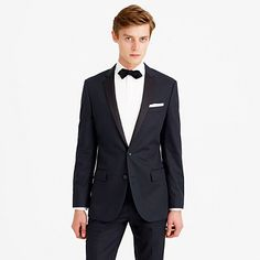 This Ludlow tuxedo jacket is crafted in a crisp cotton chino fabric from the famed Milanese tailor and textile designer Larusmiani, known for dressing style greats such as Buster Keaton and Charlie Chaplin. Not just for formal events anymore, this jacket is the piece that takes your normal jacket ensembles to the next level. <a href='https://hello.jcrew.com/2015-01-jan/the-tuxedo-manual'><u>Learn more in our Tuxedo Manual.</u></a> <ul><li>Tailored, modern cut with a trim…