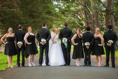 Wedding photography pose.  #yarravalley #weddingphotos