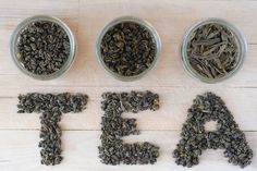 Adding some dry green tea leaves to the cat litter box will help reduce unwanted odors.