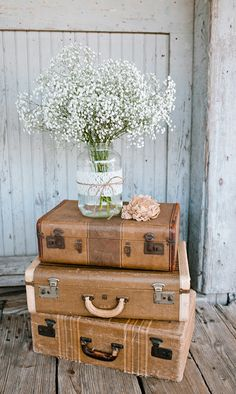 Rustic outdoor fall wedding shoot. Fall wedding inspiration. Feuza Reis Studios, Corina Silva Studios & Middle Child Photography. Venue: Peanut Warehouse