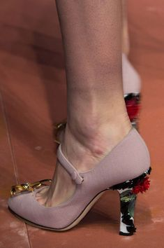 Dolce & Gabbana at Milan Fall 2015 (Details)