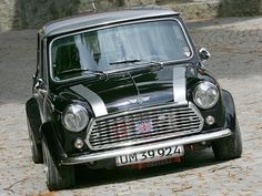 I want an old school mini Mini Cooper Classic, Classic Mini, Classic Cars, Rover Mini Cooper, Best Small Cars, Mini Morris, Mini Copper, Mini S, Mini Things