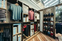 Icebreaker shop-in-shop by Double Retail, Munich – Germany » Retail Design Blog