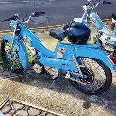 Simply beautiful #mopedculture #mopedarmy #moped #moby #mobylette #motobecane #bermybikes #bermybikelife #bdabikelife #bdabikes #swarmtroopers #treatland #1977mopeds #2digitrider #mopedivision #thepedshed #classic #oldschool #vintage #ahhbermuda #wearebermuda #gotobermuda #todayinbermuda #bermudianmagazine #av88 #mopedporn #bermynet #h2osportsbermuda #mopedsofinsta #bermynet by bermuda_mopeds_and_classic_car