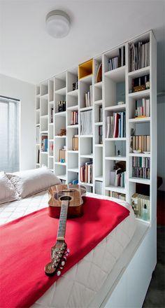 Apartamento minúsculo (de 26 m²) ganhou espaços com a marcenaria - Casa