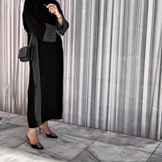 A new morning & a new chance to begin again! Modest Fashion Hijab, Abaya Fashion, Muslim Fashion, 70s Fashion, Fashion Outfits, Fashion Tips, Color Fashion, Fashion Design, Mode Abaya