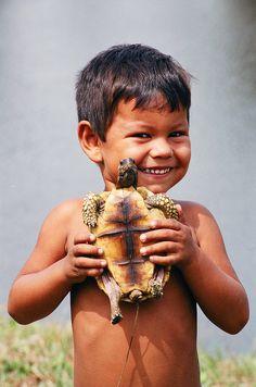 turtle and child. Precious Children, Beautiful Children, Beautiful Babies, Kids Around The World, People Around The World, Beautiful Smile, Beautiful People, Cute Kids, Cute Babies