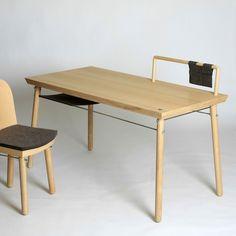"""Le designer espagnol Cristian Reyes nous fait découvrir """"Alma"""", une série de meubles modulaires et polyvalent en bois blond, acier et feutre."""