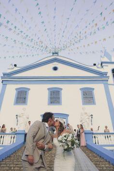 O relacionamento  de Carolina Falluh Aldrigue e Thiago Ramaciotti ficou sério depois de um pedido de casamento romântico em um jantar na Itália, e teve festança pé na areia para comemorar. Veja mais: http://yeswedding.com.br/pt/antena-yes/post/amor-autentico