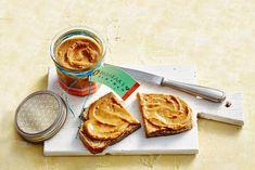 Zelfgemaakte pindakaas met honing Good Healthy Recipes, Healthy Baking, Get Healthy, Looks Yummy, Dip Recipes, Food Styling, Brunch, Cravings, Peanut Butter