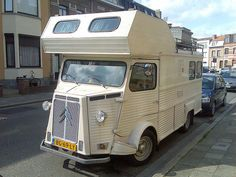 Interesting old Citroen camper Mini Camper, Car Camper, Camper Caravan, Camper Life, Citroen Van, Citroen Type H, Classic Campers, Classic Trucks, Vintage Motorhome