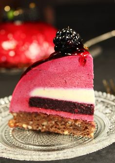 Blackberry Dome with Whisky by MaLu's Köstlichkeiten Patisserie Design, Köstliche Desserts, Delicious Desserts, Dessert Recipes, Baileys Dessert, Blackberry Whiskey, Fruit Ice Cream, Dessert Stand, Diy Cake