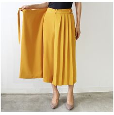 Pin by mymindkh on สุภาพจ่ะ in 2019 Modest Fashion, Hijab Fashion, Fashion Dresses, Hijab Stile, Denim Skirt Outfits, Cute Skirts, Vintage Skirt, Classy Outfits, Colorful Fashion