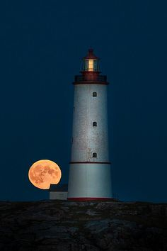 Love lighthouses...and the moon rising behind it is beautiful.