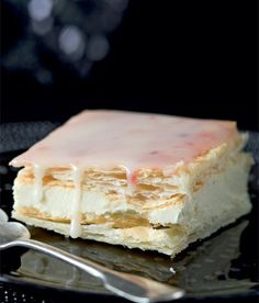 Jemné žloutkové řezy recept příprava - ApetitOnline.cz Czech Desserts, Sweet Desserts, Sweet Recipes, Cake Recipes, Dessert Recipes, Czech Recipes, Traditional Cakes, French Pastries, Breakfast Dessert