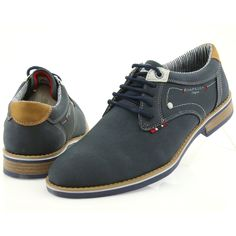 Finished with high-quality, interestingly textured fabric and kept in dark colors, men's shoes American Club is a very modern proposition for fashionable men. Clarks Shoes Mens, Mens Wingtip Shoes, Men's Clarks, Loafer Shoes, Sock Shoes, Men's Shoes, Shoe Boots, Lace Oxfords, Loafers Outfit