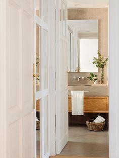 baño en microcemento y madera