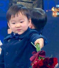 Daehan you're so cute! Triplet Babies, Superman Kids, Korean Tv Shows, Song Triplets, Song Daehan, Asian Kids, Cute Faces, Cute Kids, Ulzzang