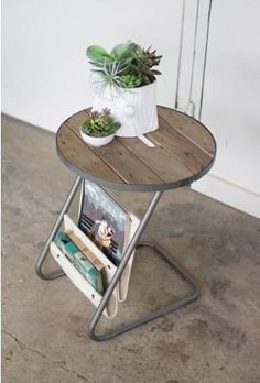 ROUND METAL ACCENT TABLE WITH SLAT WOOD TOP AND CANVAS MAGAZINE HOLDERS   STORE YOUR MAZAGINES OR REMOTE IN THE UNIQUE SIDE TABLE CQ6754 Product Dimensions: 16""
