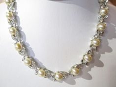 NECKLACE VINTAGE LISNER FAUX PEARL RHINESTONE LOVELY DESIGN BRIGHT CHOCKER