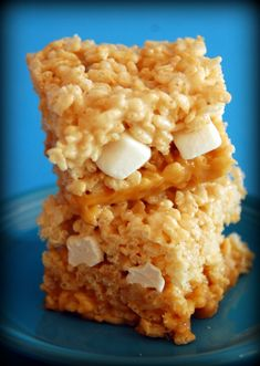 marshmallow treats This is one of the treats that we had at our craft retreat. It is so stinkin good and you will not be able to eat just one. Trust Me! You will definitely want to Rice Krispy Treats Recipe, Rice Crispy Treats, Krispie Treats, Rice Krispies, Rice Recipes For Dinner, Marshmallow Treats, Cereal Treats, Nutritious Meals, Caramel