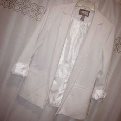 White Oversized Blazer Open styled blazer. In great condition. Sleeves can be unfolded. Forever 21 Jackets & Coats Blazers