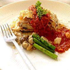 茄子 パスタ生地 ベシャメル ミートソースの積層です。 キノコとアスパラが 余っていたので、炒めてから 添えました。 ☆*wow(≧▽≦)yeah*☆ - 158件のもぐもぐ - ラザニア(lasagna) by orangecounty