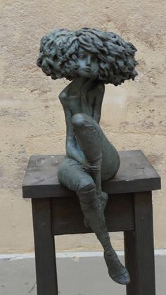 MATIERES D'ART : Valérie Hadida La romantique -  Bronze H 70 cm