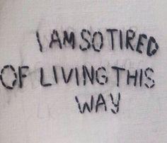 """""""J'aime la vie. J'ai parfois été éperdument, désespérément malheureuse, accablée de chagrin, mais malgré tout, je demeure convaincue que le seul fait d'être en vie est une chose extraordinaire."""" Agatha Christie"""
