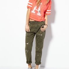 """AR paint splatter boy crop pant. Soft stretch cotton twill, Low 9.25"""" front rise, Higher 15"""" back rise, Relaxed thru leg, Tapered leg opening, Deep angled hip pockets, Paint splattered detail, 24"""" inseam rolled, 26"""" unrolled. Female, size 00 in Green. Made from cotton/spandex. Green. American Eagle Outfitters Pants"""