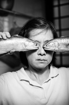 Fish Eyes Effect Fun portrait by Sean Lee from Paris. Old Photos, Vintage Photos, Foto Top, Foto Portrait, Photocollage, Weird And Wonderful, Belle Photo, Black And White Photography, Art Photography