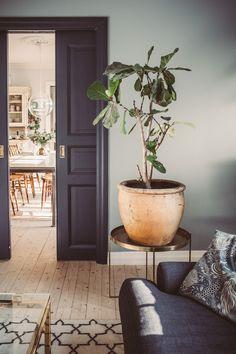 World Of Interiors, Home Living Room, Living Room Decor, Interior Decorating, Interior Design, Design Design, Home And Deco, Scandinavian Interior, Elle Decor
