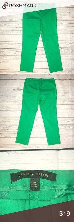 """Cynthia Steffe Green Slimming Ankle Pants 10 Cynthia Steffe green slimming pants, ankle length. 28"""" Inseam. Slit pockets in the front and back. Very flattering and vibrant color. No signs of wear. Perfect transition piece for summer to fall! Cynthia Steffe Pants Ankle & Cropped"""