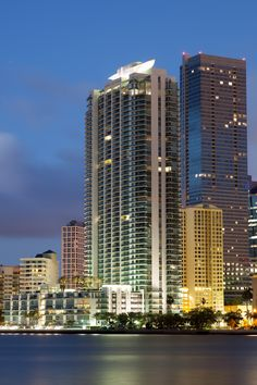 World-renowned Revuelta Vega and Leon architects are the ones behind the Jade Brickell breathtaking architecture