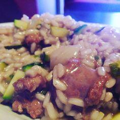 Dopo il risotto ci vuole un bel gotto. - Risotto salsiccia e zucchine -  #dinner #food #risotto by luka.borghi