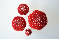 Get ready for autumn with this crochet pattern for this set of four lovely fly agarics! ^^ Now you can make your own and decorate your home right in time for autumn or Halloween. This pattern is ve… French Knot Embroidery, Embroidery Stitches, Chain Stitch, Slip Stitch, Crochet Designs, Crochet Patterns, Fall Harvest, Autumn, Crochet Home Decor