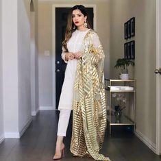 Pakistani Dresses Party, Pakistani Bridal Lehenga, Desi Wedding Dresses, Pakistani Wedding Outfits, Pakistani Dress Design, Indian Dresses, Indian Outfits, Indian Designer Outfits, Designer Dresses