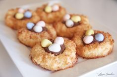 Edible Obsession: Easter Egg Macaroon Nests w/ Nutella Holiday Desserts, Holiday Treats, Just Desserts, Holiday Recipes, Delicious Desserts, Yummy Food, Finger Desserts, Holiday Fun, Festive